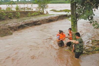 一位被困河心村民获救。
