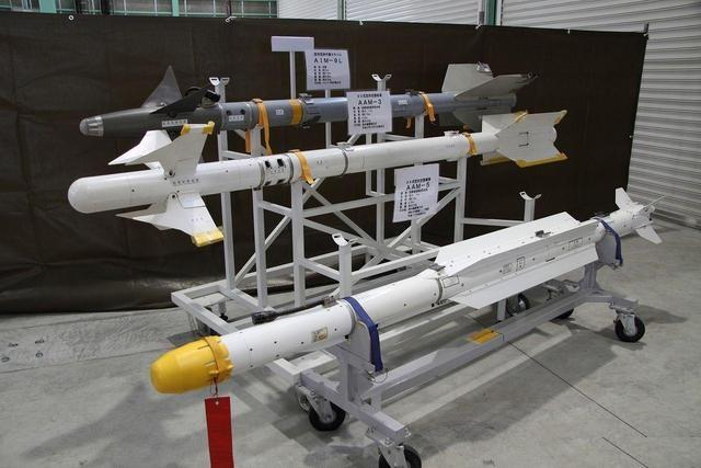 这国的飞机又出洋相!导弹的弹翼就这样掉下来 就问你们怕不怕?