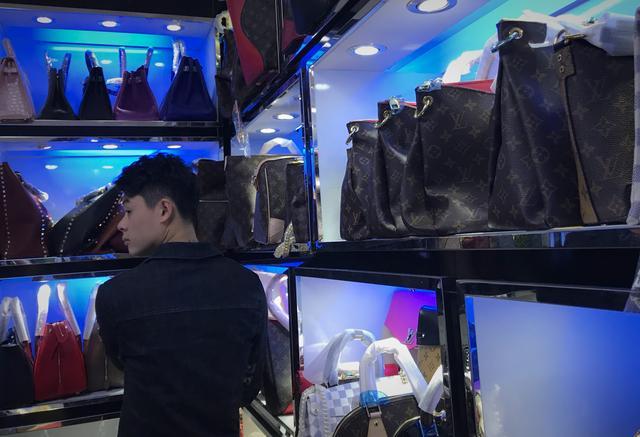 上海lv导购收入_关税下调,LV爱马仕GUCCI纷纷降价!但导购、网友的话却亮了