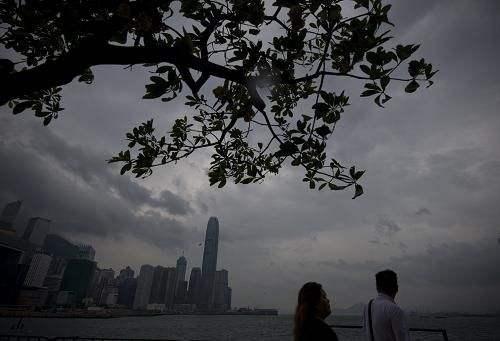 台风肆虐香港 10号8号风球齐上阵