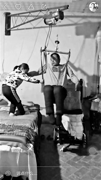 上海收入4000_女儿照顾瘫痪父亲靠直播每个月有4000元左右的收入
