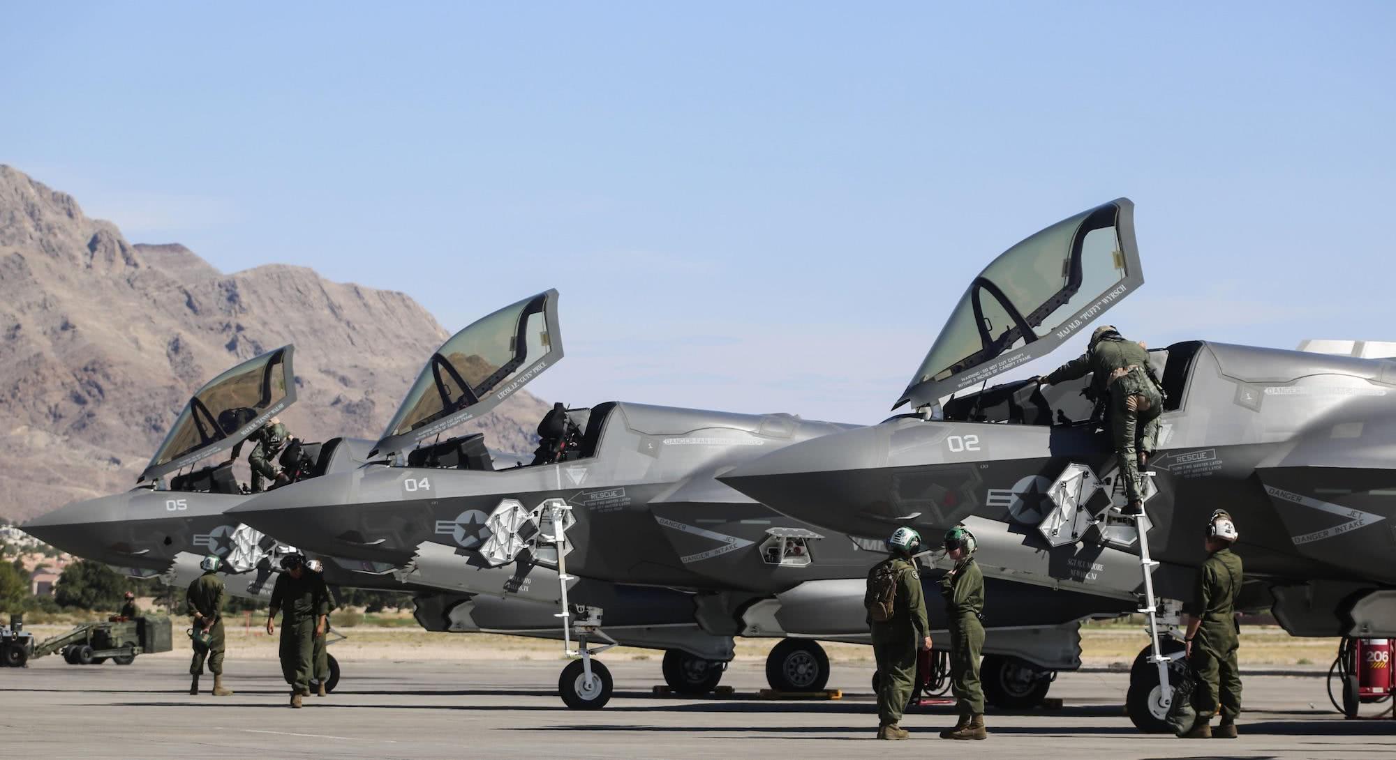 全部�:-f_美军史上最贵战机f-35全部停飞,造了200多架才发现竟漏油!