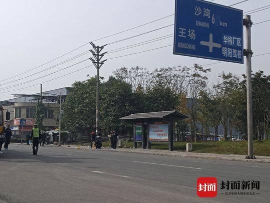 四川乐山汽车冲上公交站台致7人死亡!事故原因正在进一步调查中
