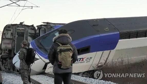 韩国高铁脱轨 部分乘客受轻伤未造成重大伤亡