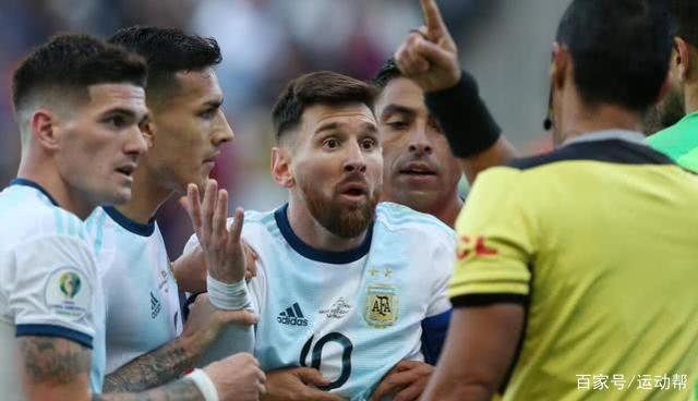 梅西被红牌罚下 遭对手连续四次冲撞仍被罚下惊呆球迷