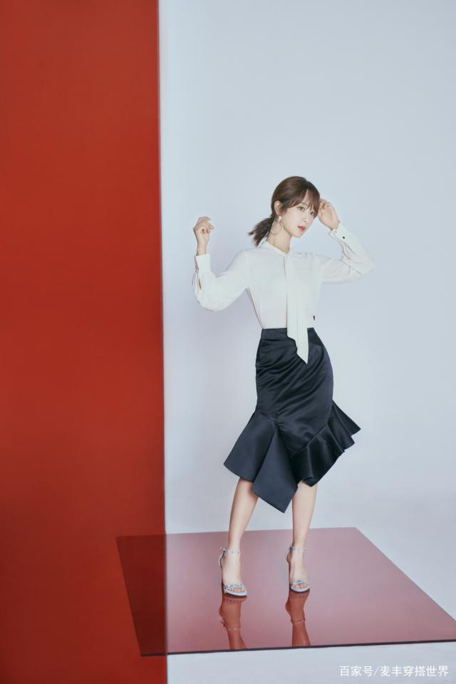 杨紫荷叶边半裙显气质,小蛮腰成焦点