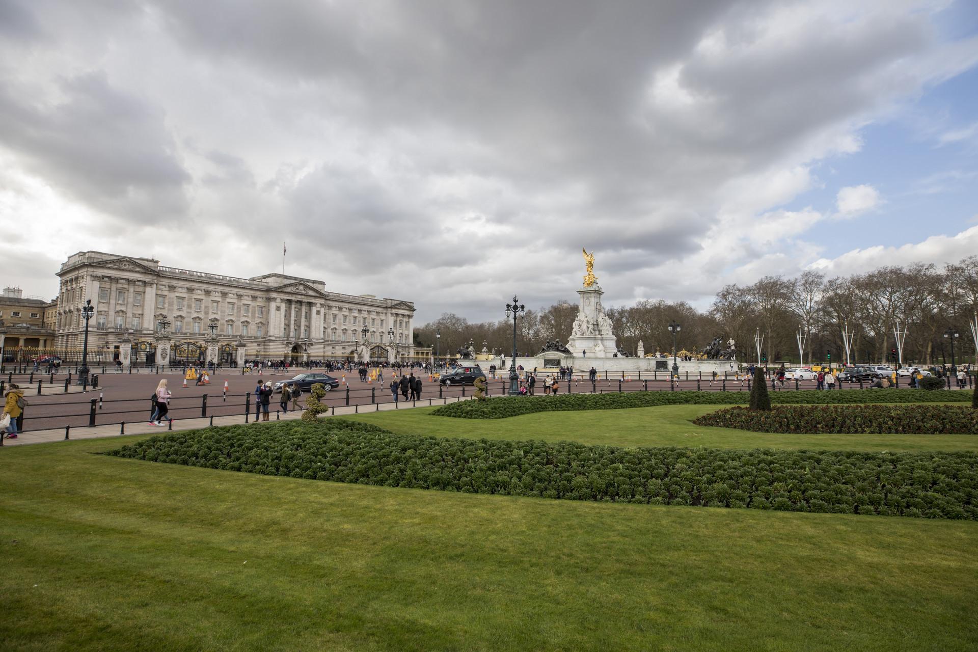 英国女王身家16亿英镑居财富榜首 威廉和哈里王子并列第六
