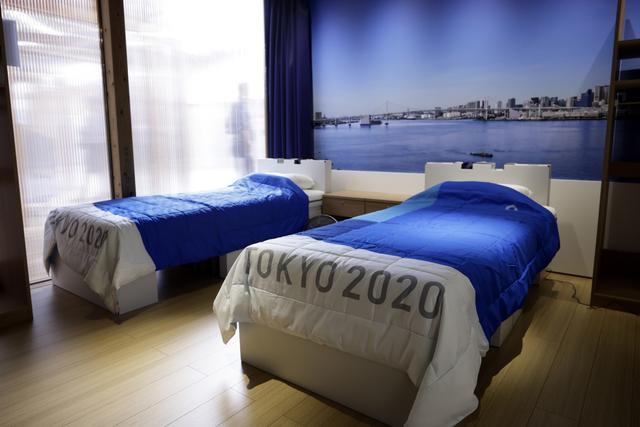 《【星图平台网站】300斤举重女将这样睡纸板床 纸板床最近屡被吐槽》