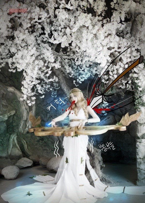 模特tomia的《英雄联盟》中琴女娑娜女神皮肤的cosplay作品.高清图片