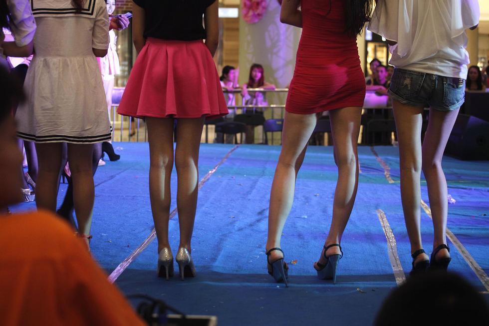 广西举行少女美腿大赛 黑丝热裤超短裙宅男有