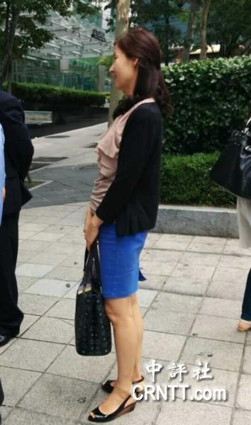 韩国街头美女标配:靓装长腿高跟
