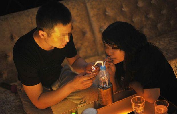溜冰后吹起做爱_图揭西安冰妹子:吸毒性欲旺盛 需做爱\