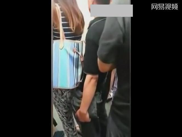 地铁实拍美女
