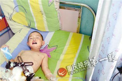 床上 女童/杨馨雨在病床上