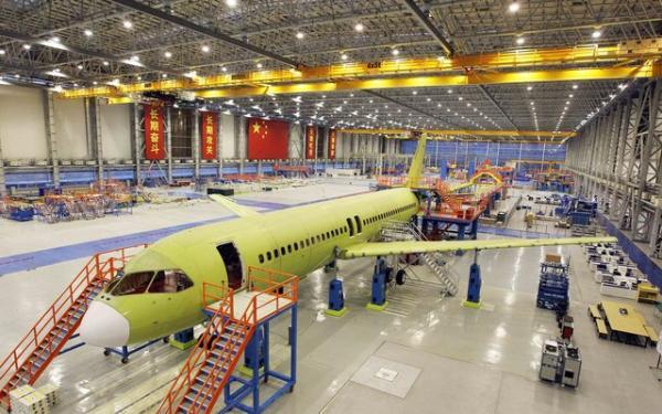 国产大飞机c919今总装下线 订单量达517架