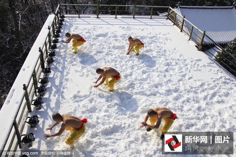 新闻中心 中国梦 梦想进行时 图片     11月25日,嵩山被皑皑白雪覆盖
