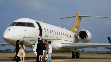 梅威瑟晒私人飞机