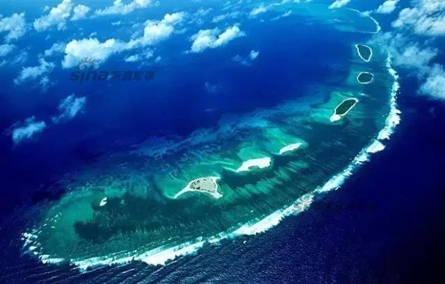 """""""西沙群岛是南海上的一群岛屿,是我国的海防前哨."""