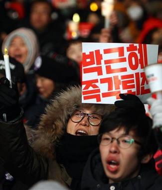 韩国民众怒火为何烧向朴槿惠