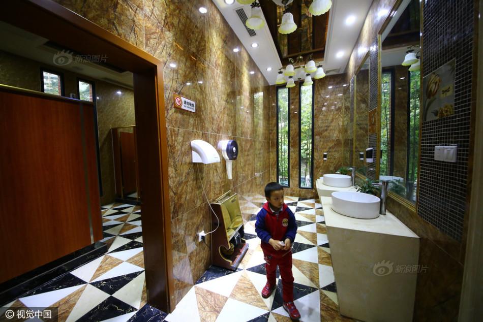 重庆现 五星级 土豪公厕 内设母婴室电视等