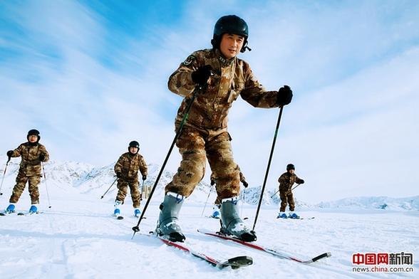 组图:某边防团零下40度进行滑冰,滑雪训练图片