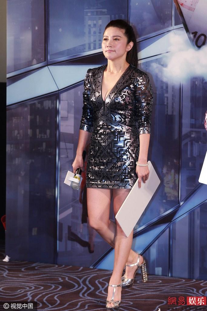 上海热线新闻频道--蒋勤勤西装革履变帅气 颜丙燕秀事业线抢镜