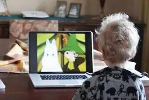 电子产品滥用不止伤害视力 2岁以下幼儿不得使用