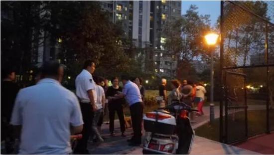 又一起!南京广场舞大妈和篮球小伙起冲突 警察出动