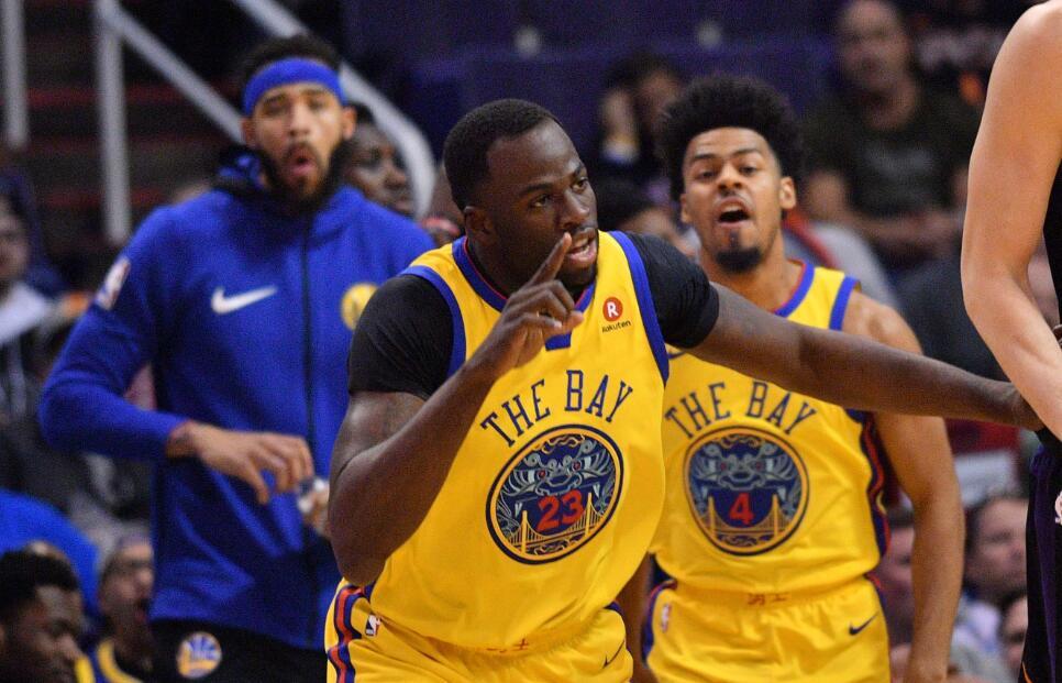 杜兰特,库里和克莱-汤普森均因伤缺阵,德雷蒙德-格林拿到25分11篮板8