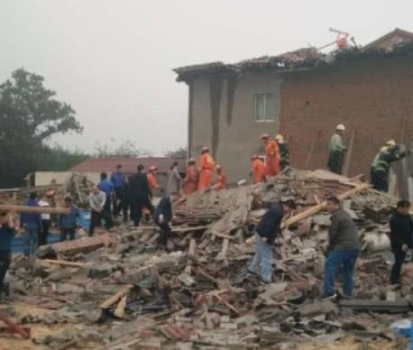荆门一民房倒塌 三人重伤虽然救出来却没能挽回生命