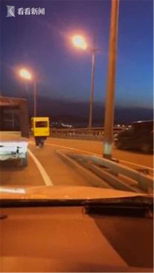 为过桥伪装成公交,这是什么情况,笑尿了
