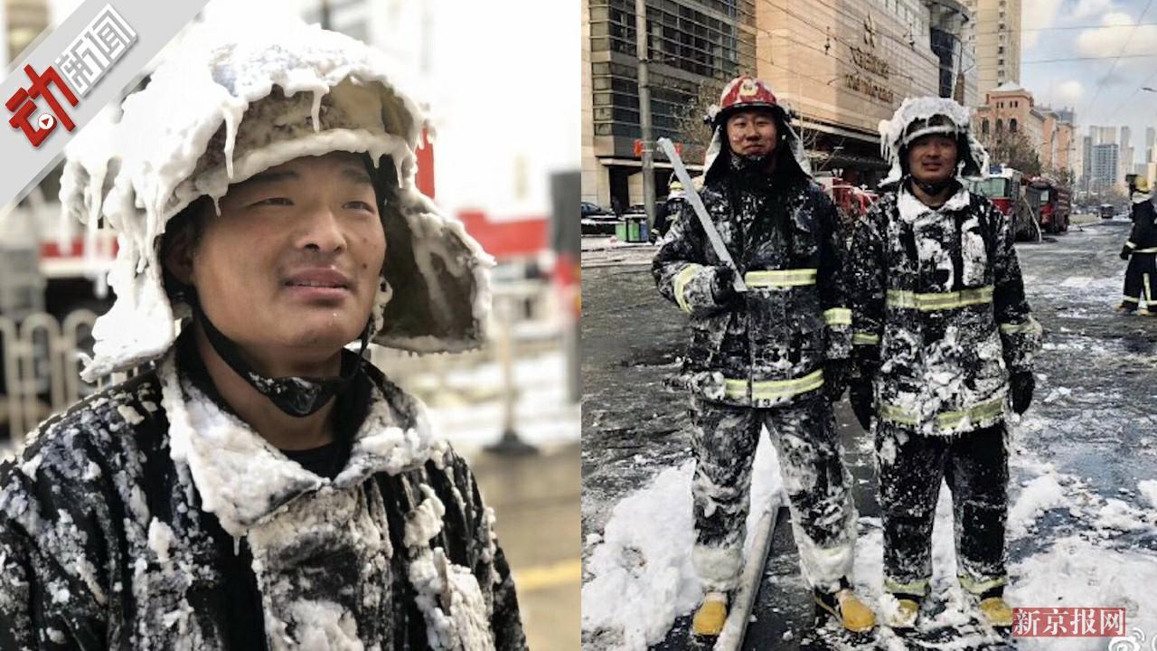 消防员温暖寒冬!火场出来全身冰棱子 灭完火解救结冰小猫