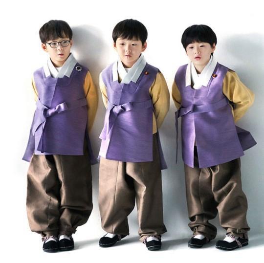 三胞胎于下周六(16日)踏入7岁,已到了上小学的年纪。