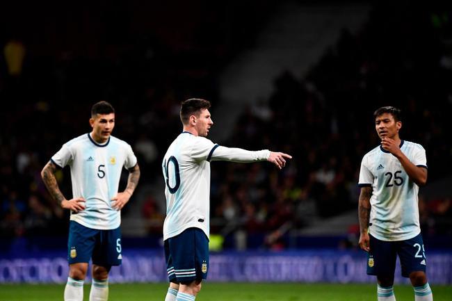 国际体育|阿根廷1-3输委内瑞拉 球迷:梅西真的带不动!