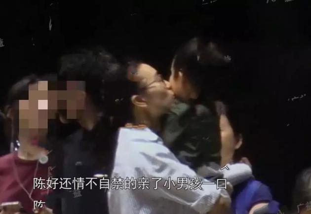 陳好親吻男孩