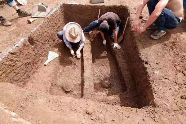 沈阳发现38座古墓 确定是一处清代家族墓地