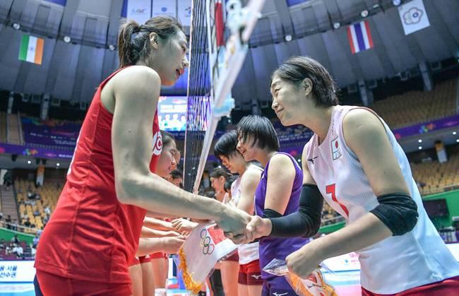 中国女排击败日本 不败战绩获小组第一