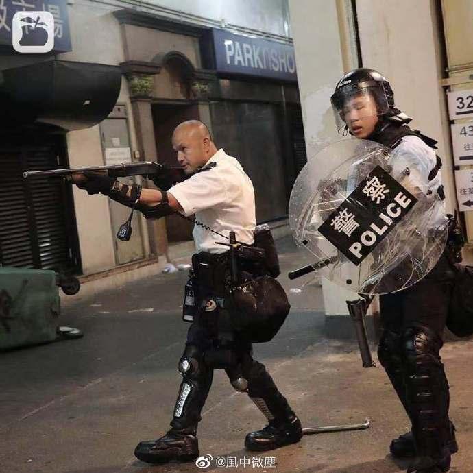 香港警员参加庆典 被暴徒围堵而负伤的刘sir也来了