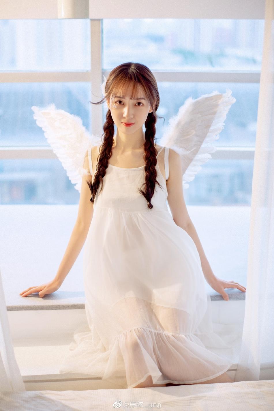 吴亦凡女友身份曝光 长相清纯甜美与吴磊是同班同学