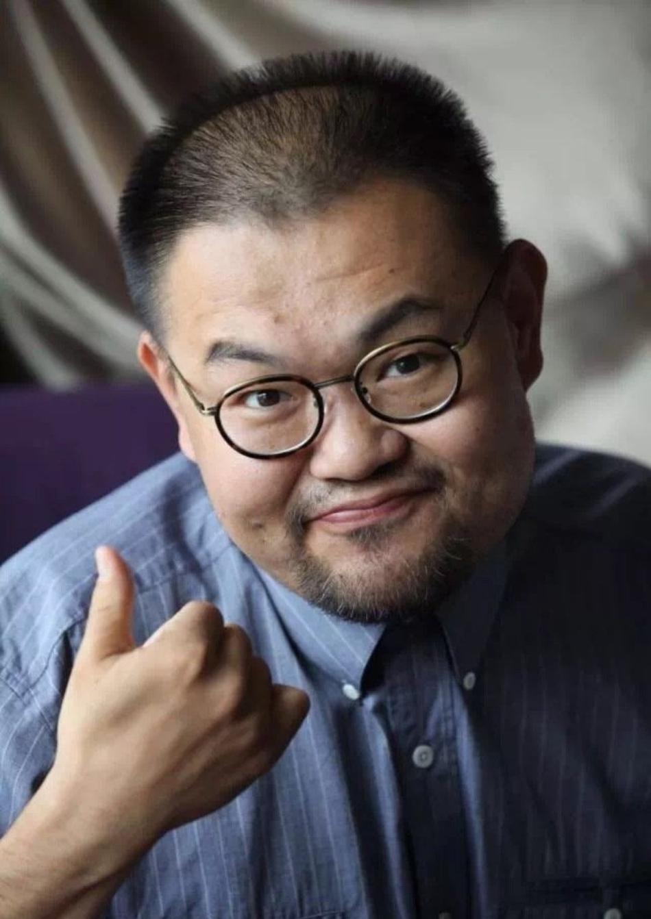 导演班赞因病去世 冯远征微博悼念
