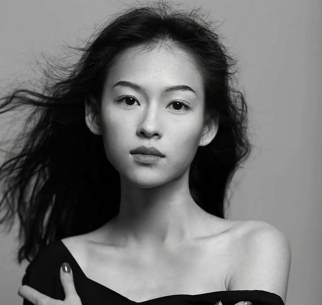 《【星图平台网】越南模特撞脸章子怡,气质清冷倔强,网友:本人都生不出这么像的》