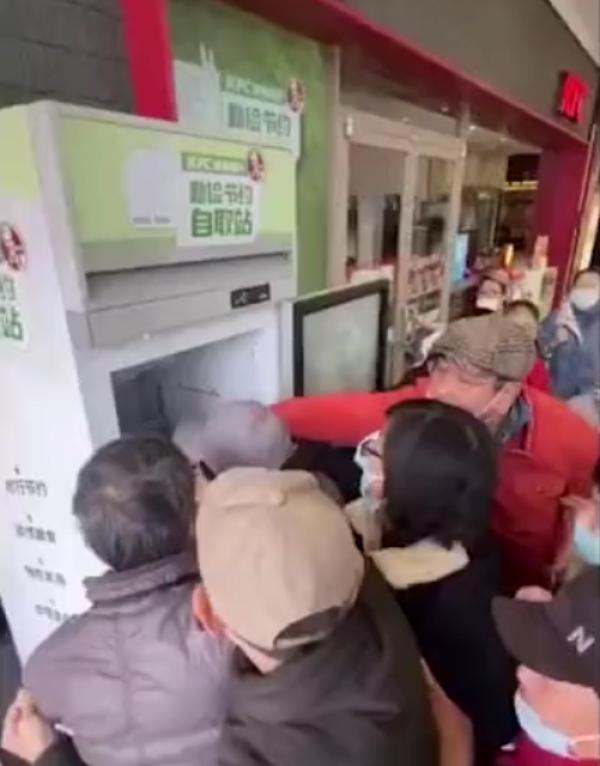 《【星图网上平台】官方回应肯德基食物银行遭哄抢 网友:希望把食物留给有需要的人》