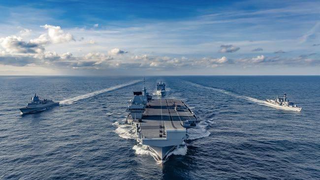荷兰海军派出了一艘护卫舰为英国航母护航。