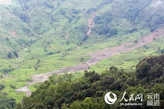 云南元阳老虎嘴梯田片区发生山体滑坡 170余亩梯田被毁