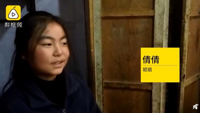 14岁姐姐给8岁弟弟开家长会,网友表示很心疼