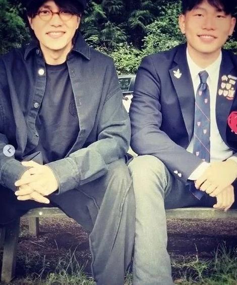 陈坤17岁儿子近照你们看了觉得他母亲是谁呢